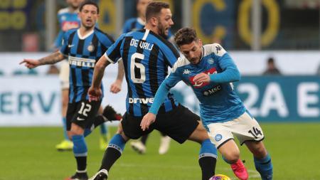 Raksasa sepak bola Serie A Liga Italia, Inter Milan, terancam bakal tanpa dua pilar andalan mereka untuk menghadapi Napoli di leg ke-2 semifinal Coppa Italia. - INDOSPORT