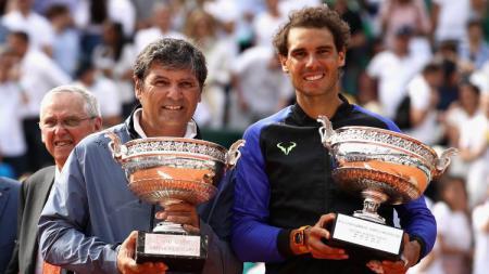 Rafael Nadal dan sang pelatih, Toni Nadal. - INDOSPORT