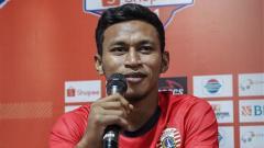 Indosport - Pemain klub Liga 1 2020 Persija Jakarta, Osvaldo Haay, mempunyai cara unik untuk menjalani latihan mandiri yang diwajibkan tim pelatih.