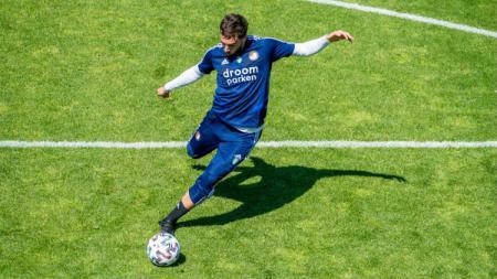 AC Milan selangkah lagi bakal meresmikan kedatangan penerus Hakan Calhanoglu yang merupakan wonderkid Feyenoord Rotterdam asal Turki, Orkun Kokcu. - INDOSPORT