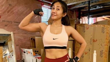Cut Memey, mantan aktris yang kini jadi instruktur olahraga. - INDOSPORT