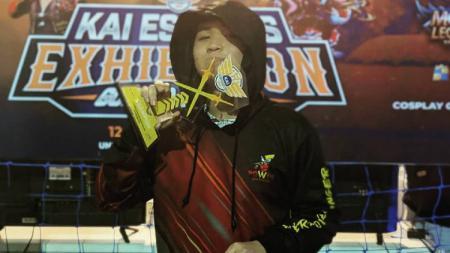 Pendragon, sosok yang digadang-gadang bakal menggantikan Oura di tubuh EVOS Legends, hingga kini masih mencoba beradaptasi dengan tim, jelang MPL Indonesia season 6. - INDOSPORT