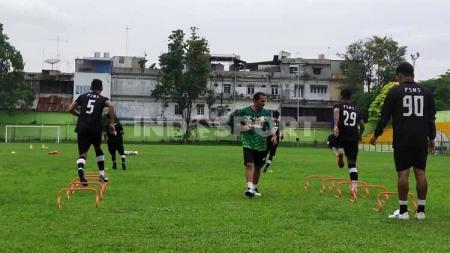 Sejumlah pemain PSMS Medan di Liga 2 2020 yang berdomisili di luar Sumatera Utara (Sumut) secara bertahap sudah mulai berdatangan ke Medan. - INDOSPORT