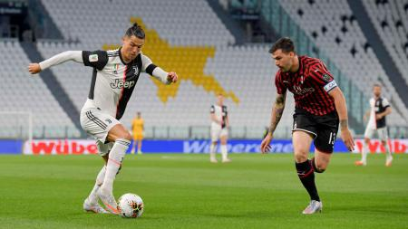 Leonardo Bonnuci memberi pembelaan kepada Cristiano ronaldo yang gagal mencetak penalti di laga Juventus melawan AC Milan pada leg kedua semifinal Coppa Italia. - INDOSPORT
