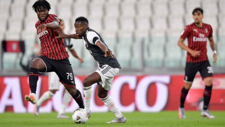Gelandang AC Milan, Franck Kessie meluruskan kabar miring yang sempat menerpa dirinya. Kessie pernah disebut bakal meninggalkan AC Milan. - INDOSPORT