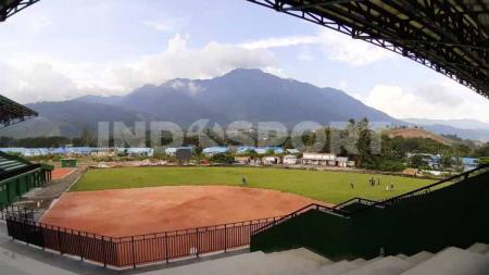 Venue Softball yang terletak di kawasan kompleks AURI Sentani, Kabupaten Jayapura memiliki sebuah keistimewaan. - INDOSPORT