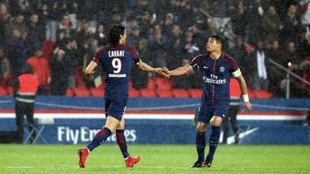 Dua megabintang Paris Saint-Germain, Edinson Cavani dan Thiago Silva, dipastikan bakal hengkang dari Parc des Princes di akhir musim nanti. - INDOSPORT