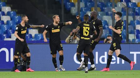 Selebrasi Christian Eriksen bersama skuat Inter Milan usai mencetak gol ke gawang Napoli di Coppa Italia - INDOSPORT