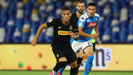 Barcelona kabarnya jadi kesulitan mendapatakan Lautaro Martinez (Inter Milan) karena Mauro Icardi. - INDOSPORT