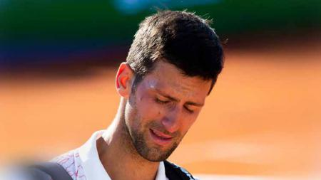 Novak Djokovic dari Serbia meneteskan air mata usai kalah dari Alexander Zverev, dalam tur musim panas Adria, 2020 di Beograd, Serbia. - INDOSPORT