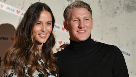 Pasangan suami-istri mantan atlet, Ana Ivanovic dan Bastian Schweinsteiger. - INDOSPORT