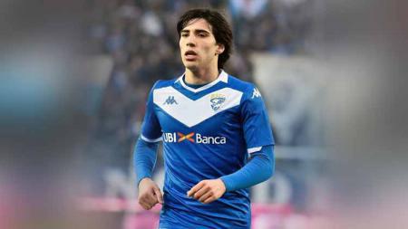 Brescia sebagai klub pemilik Sandro Tonali dikabarkan ogah melakukan barter pemain dan lebih memilih tawaran uang untuk bintang masa depan Italia tersebut. - INDOSPORT