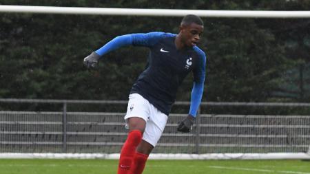 Kiprah dan perjalanan karier dari Pierre Kalulu, salah satu bek muda Prancis yang rela dikontrak AC Milan hingga lima tahun. - INDOSPORT