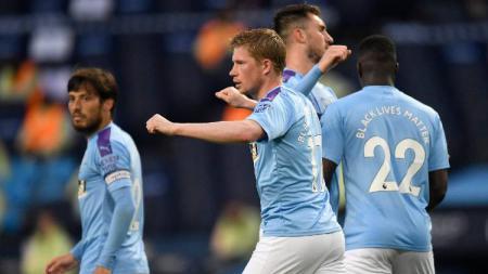 Gelandang Manchester City, Kevin De Bruyne, merayakan golnya ke jala Arsenal dalam pertandingan Liga Inggris, Kamis (18/06/20). - INDOSPORT