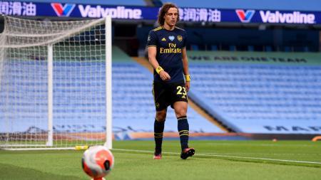 Arsenal mengambil langkah mengejutkan dengan memperpanjang kontrak David Luiz dan mempermanenkan Cedric Soares. - INDOSPORT