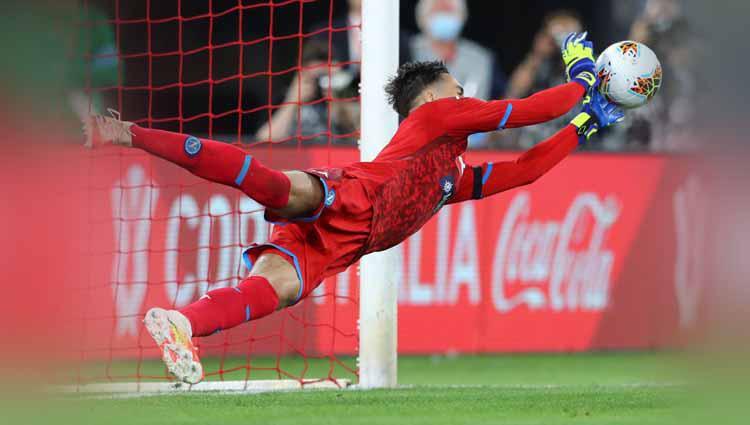 Alex Meret (Napoli) usai menyelamatkan gawang dari tendangan penalti oleh Paulo Dybala (Juventus). Copyright: Matteo Ciambelli/NurPhoto via Getty Images
