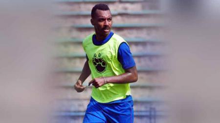 Edemar Garcia menjadi satu-satunya pemain asing Arema FC pada era Los Galacticos yang tercatat hanya bermain 26 menit selama semusim di ISL. - INDOSPORT