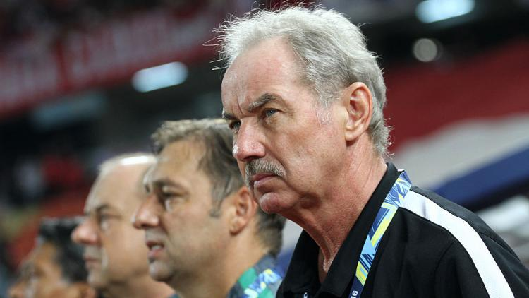 Alfred Riedl, mantan pelatih Timnas Indonesia Copyright: Vichan Poti/Pacific Press/LightRocket via Getty Images