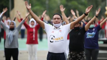 Menteri Pemuda dan Olahraga (Menpora) Zainudin Amali mengajak masyarakat tetap aktif berolahraga di masa pandemi korona. - INDOSPORT