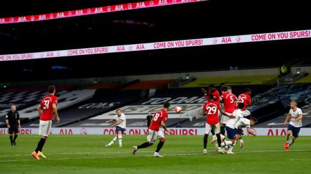 Paul Scholes menilai Manchester United harusnya mendatangkan Harry Kane ketimbang Jadon Sancho di bursa transfer musim panas 2020. - INDOSPORT