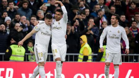 Luka Jovic (kiri), dikabarkan bisa tampil dalam pertandingan Sevilla vs Real Madrid di LaLiga Spanyol 2020-2021. - INDOSPORT