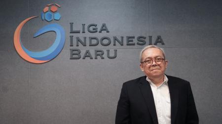 Direktur Utama PT Liga Indonesia Baru (LIB) Akhmad Hadian Lukita didampingin Direktur Operasional, Sudjarno menghadap Satgas Anti Mafia Bola. - INDOSPORT