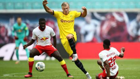 Erling Braut Haaland beraksi pada pertandingan Bundesliga antara RB Leipzig vs Borussia Dortmund, Sabtu (20/06/20). - INDOSPORT