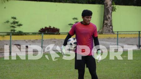 Klub Liga 2 2020, PSMS Medan, telah memasang strategi andai kiper muda mereka, Muhammad Adi Satryo, terpilih dalam skuat Timnas Indonesia U-19. - INDOSPORT