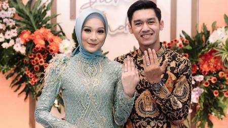 Septian David Maulana bersama Indri Diah Kusuma - INDOSPORT