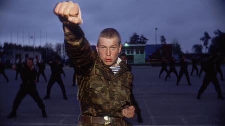 Latihan karate yang dilakukan oleh tentara Rusia - INDOSPORT