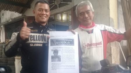 Eks kiper timnas Indonesia, Listianto Raharjo, sowan ke kediaman sesepuh sekaligus pendiri kelompok suporter Pasoepati, Mayor Haristanto. - INDOSPORT