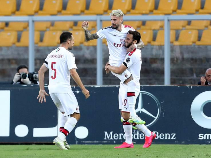 Samu Castillejo merayakan golnya pada pertandingan Serie A antara Lecce vs AC Milan, Selasa (23/06/20) dini hari WIB. Copyright: Maurizio Lagana / Getty Images