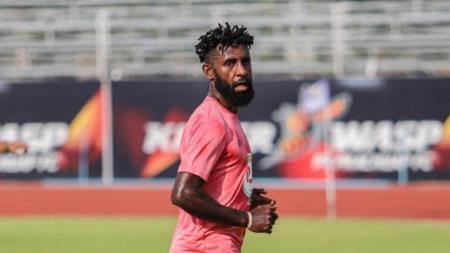 Yanto Basna memberikan tanggapan mengenai keputusan gelandang Persib Bandung, Febri Hariyadi yang menolak tawaran klub Thailand. - INDOSPORT