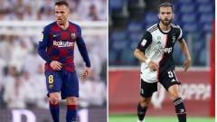 Indosport - Gelandang Barcelona, Arthur Melo, dan pemain Juventus, Miralem Pjanic