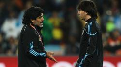 Legenda sepak bola Argentina, Diego Maradona, mendapat kabar duka usai adik kandungnya dikabarkan positif Corona pada Senin (10/08/20) lalu.