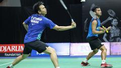 Indosport - Kisah unik Pramudya Kusumawardana yang bela-belain sampai mencuci legenda ganda putra Indonesia, Hendra Setiawan saat bermain di Mola TV PBSI Home Tournament.