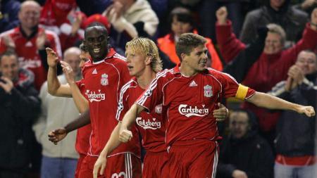 Jurgen Klopp menyebut ada peran Steven Gerrard serta mantan pemain dan pelatih Liverpool lainnya dalam kesuksesan meraih titel Liga Inggris 2019-2020. - INDOSPORT