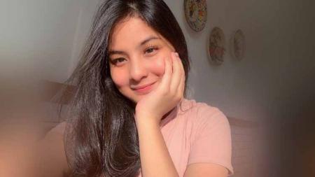 Pelatih tim Liga 1 Indonesia Barito Putera, Djajang Nurdjaman ternyata memiliki cucu perempuan yang amat cantik bernama Shasya Sheehan. - INDOSPORT
