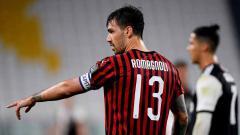 Indosport - Ada sejumlah alasan penting mengapa Alessio Romagnoli lebih baik bertahan di klub Serie A Italia, AC Milan, pada bursa transfer musim panas ini.