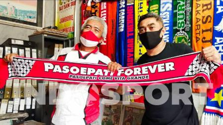 Striker legendaris Timnas Indonesia, Indriyanto Nugroho, mengunjungi sesepuh Pasoepati, Mayor Haristanto, Jumat (26/06/20). - INDOSPORT