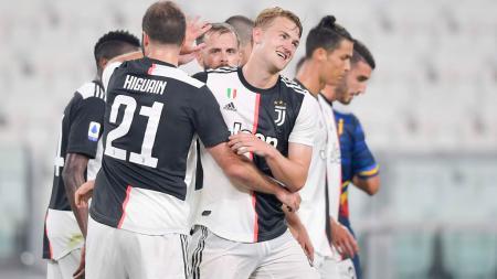 Matthijs de Ligt berselebrasi bersama rekan-rekannya usai mencetak gol di laga Juventus vs Lecce - INDOSPORT