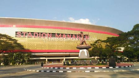 Stadion Manahan saat ini masih tertutup untuk aktivitas publik. Namun, kawasan luar Stadion Manahan tetap ramai aktivitas masyarakat yang berolahraga jogging dan bersepeda.