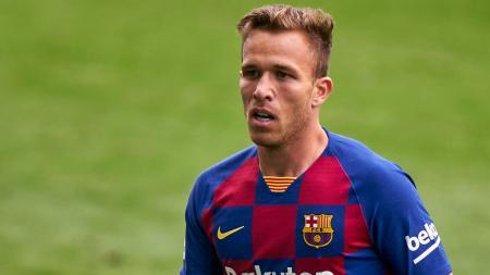 Resmi meninggalkan Barcelona dan akan segera bergabung bersama skuat Juventus, Arthur diketahui membuat video perpisahan yang menyentuh. - INDOSPORT
