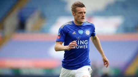 Pemain Leicester City, Jamie Vardy, tetap berada di puncak daftar top skor meskipun Raheem Sterling mencetak hat-trick di pekan ke-35 Liga Inggris. - INDOSPORT