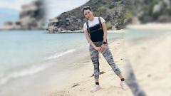 Indosport - Wanita cantik yang berprofesi sebagai youtuber asal Vietnam ini ternyata mampu melakukan gerakan yoga yang membuatnya tidak menyentuh Planet Bumi.