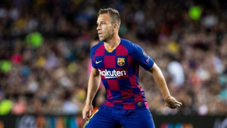 Gelandang terbuang Barcelona, Arthur Melo dikabarkan telah menolak untuk bermain bersama Blaugrana di Liga Champions. - INDOSPORT