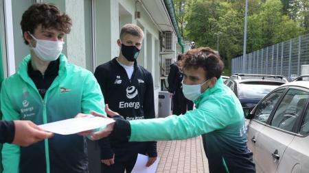 Tim yang dibela Egy Maulana Vikri, Lechia Gdansk, terpaksa harus menunda pemusatan pelatihan (TC) setelah satu pemainnya terdeteksi positif virus corona. - INDOSPORT
