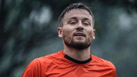 Gelandang naturalisasi Persija Jakarta Marc Klok jadi best player Piala Menpora usai bantu habisi Borneo FC. - INDOSPORT