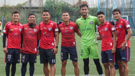Bek Bali United, Dias Angga Putra bersama para pemain asal Bandung berlatih bersama sebagai persiapan menuju Liga 1 2020. - INDOSPORT
