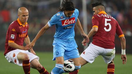 Raksasa sepak bola Serie A Liga Italia, AS Roma, dikabarkan sedang jadi favorit dalam upaya mereka mendatangkan megabintang Paris Saint-Germain, Edinson Cavani. - INDOSPORT